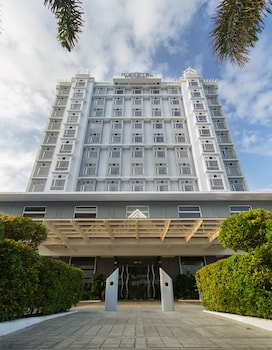 Microtel by Wyndham Mall of Asia - Hotel Front  - #0
