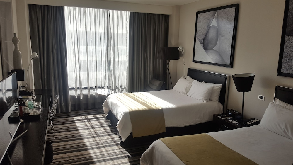 https://i.travelapi.com/hotels/4000000/3530000/3520400/3520309/ebaca253_z.jpg
