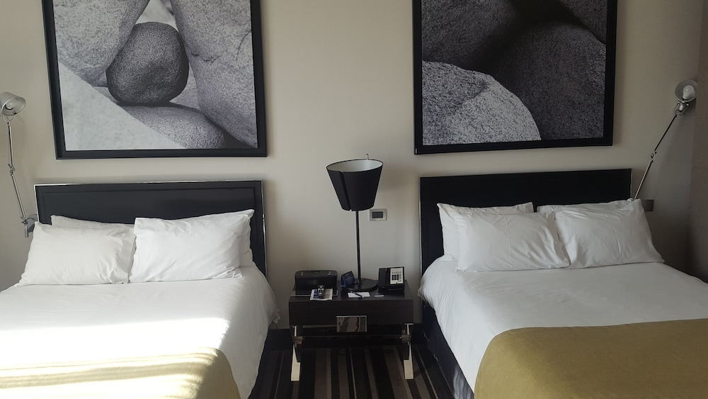 https://i.travelapi.com/hotels/4000000/3530000/3520400/3520309/f3bb8d94_z.jpg