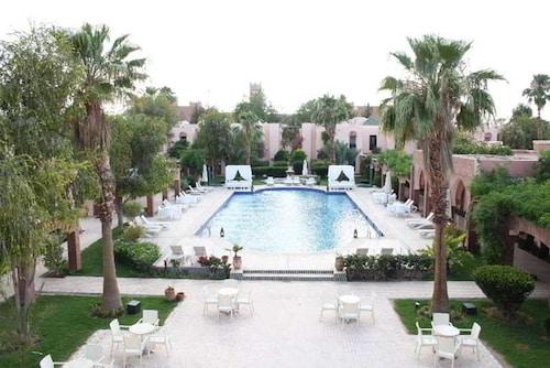 . Hotel Karam Palace