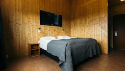 Double Or Twin Room With Hot Tub Access