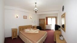 Standard Tek Büyük Veya İki Ayrı Yataklı Oda, Balkon, Dağ Manzaralı