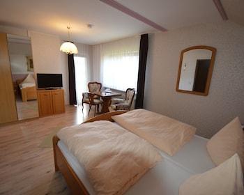 Deluxe Tek Büyük Yataklı Oda, Banyolu/duşlu, Bahçe Manzaralı (mit Balkon)