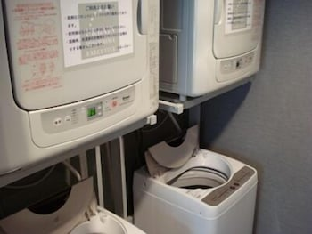 URBAIN HIROSHIMA EXECUTIVE Laundry Room