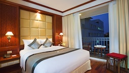 Deluxe Room, 1 King Bed, Balcony, City View