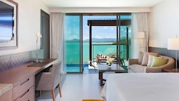 Deluxe Room, 1 King Bed, Pool Access, Sea View