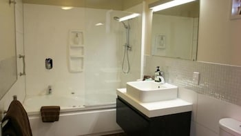 Terra Vive Luxury Suites & Apartments - Bathroom  - #0