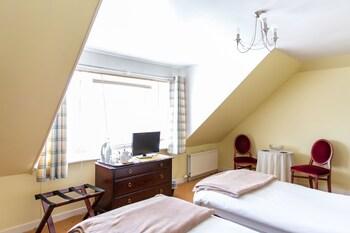 İki Ayrı Yataklı Oda, 1 Tek Kişilik Yatak, Ortak Banyo