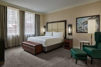 Luxury Suite, 1 Bedroom, Non Smoking, Corner (Financial District View)