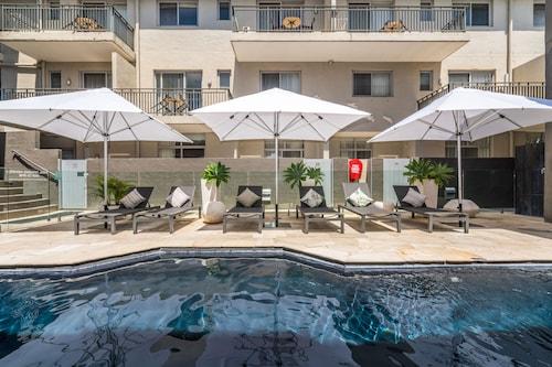 . Byron Bay Hotel & Apartments