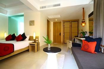 Pool Access Mini Suite Room