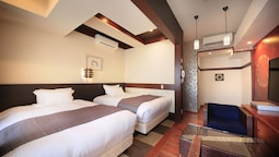 Superior Twin Room -non Smoking (2 Queen Bed With 1 Extra Bed)