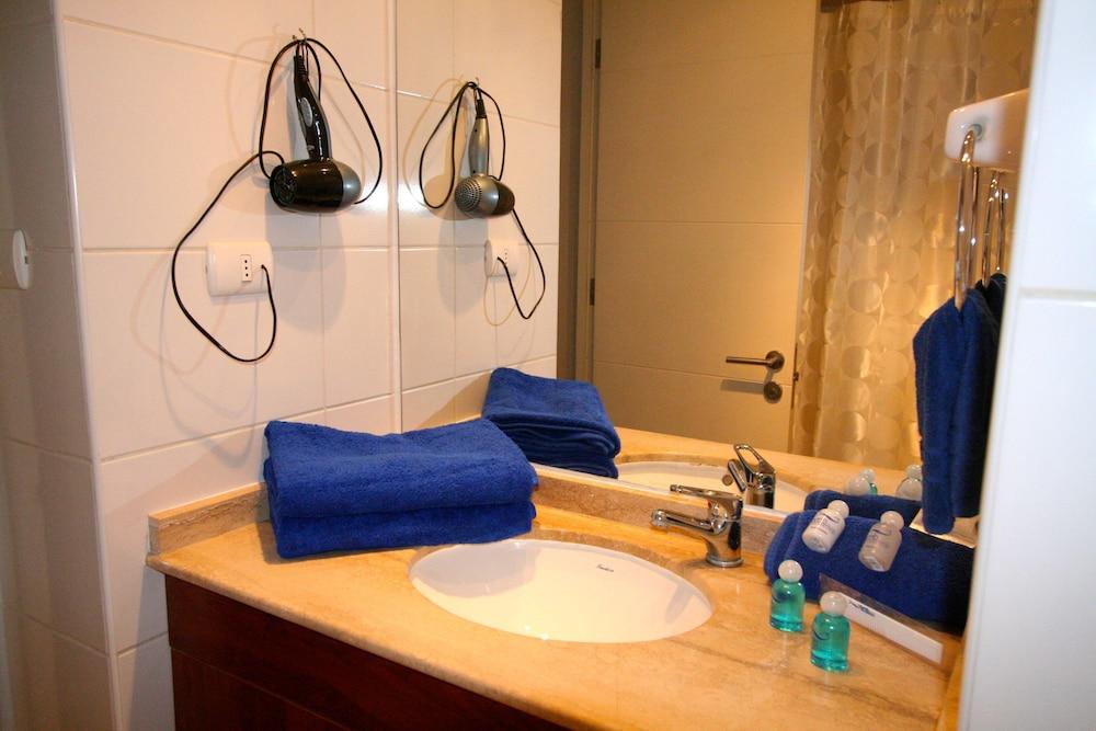 BMB 스위츠 아파트먼츠(BMB Suites Apartments) Hotel Image 16 - Bathroom