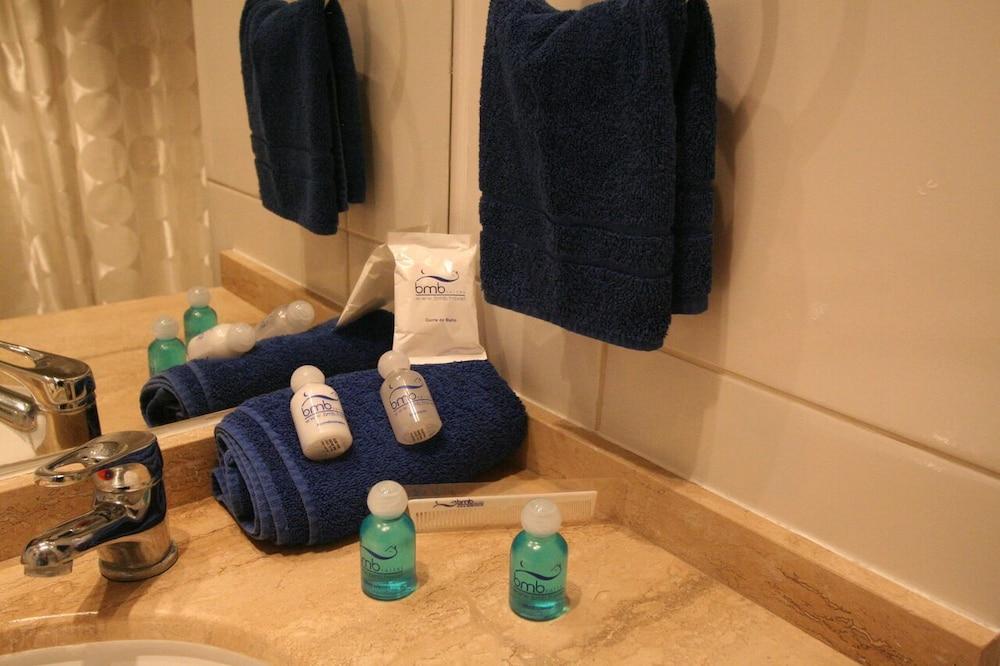 BMB 스위츠 아파트먼츠(BMB Suites Apartments) Hotel Image 33 - Bathroom Amenities