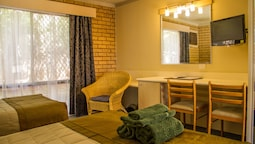 Classic Twin Room (1 Queen And 1 Single Bed)
