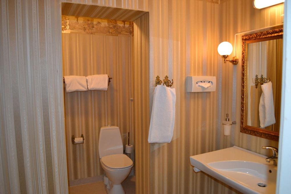 밀링 호텔 삭시드후스 콜딩(Milling Hotel Saxildhus, Kolding) Hotel Image 56 - Bathroom