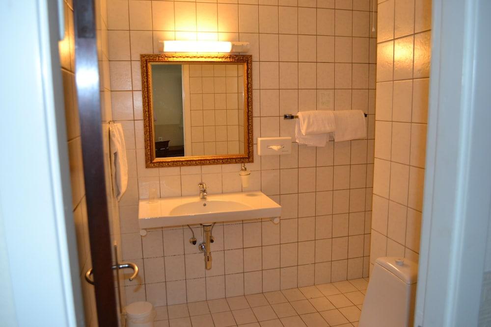 밀링 호텔 삭시드후스 콜딩(Milling Hotel Saxildhus, Kolding) Hotel Image 29 - Bathroom