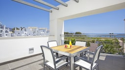 Deluxe Apartment, 2 Bedrooms, Sea View For 4 Adults