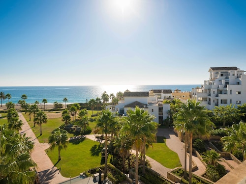 . Estepona Hotel & Spa Resort