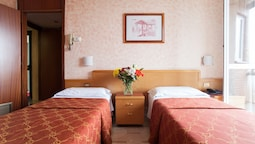 Twin Room, 2 Twin Beds, Kitchenette