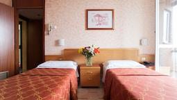 İki Ayrı Yataklı Oda, 2 Tek Kişilik Yatak, Küçük Mutfak