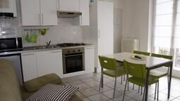 Comfort Apart Daire, 1 Yatak Odası, Özel Banyo, Avlu Manzaralı