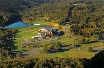 Hotel - Hope Lake Lodge & Indoor Waterpark