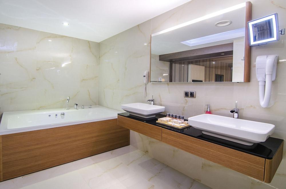 더 그랜드 블루 스카이 인터내셔널  - 올 인클루시브(The Grand Blue Sky International - All Inclusive) Hotel Image 7 - Bathroom