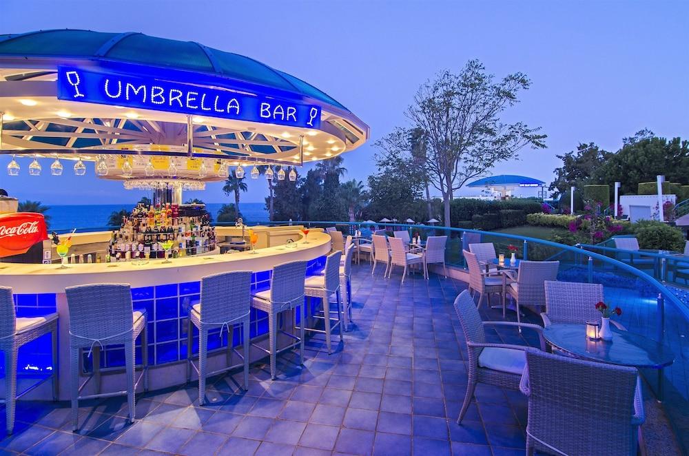 더 그랜드 블루 스카이 인터내셔널  - 올 인클루시브(The Grand Blue Sky International - All Inclusive) Hotel Image 31 - Poolside Bar