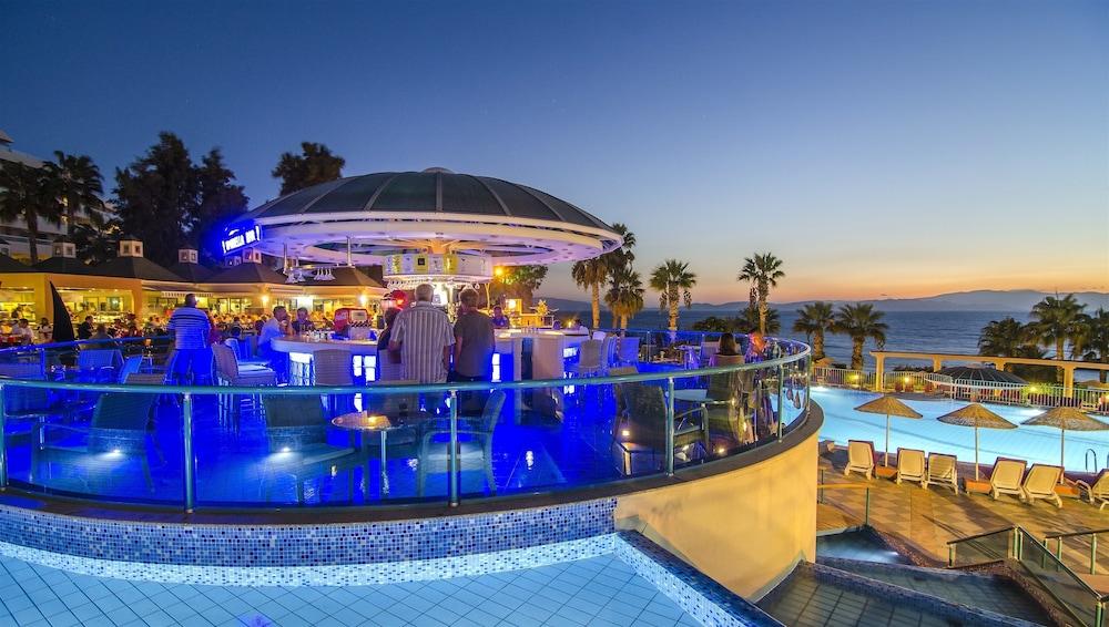 더 그랜드 블루 스카이 인터내셔널  - 올 인클루시브(The Grand Blue Sky International - All Inclusive) Hotel Image 30 - Poolside Bar