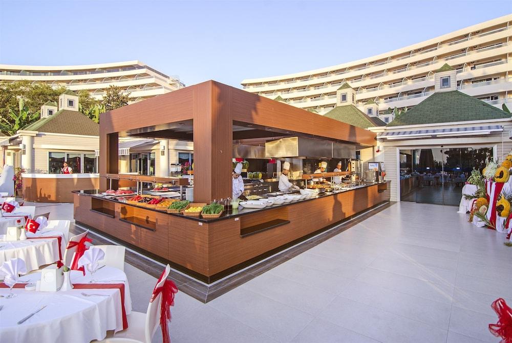 더 그랜드 블루 스카이 인터내셔널  - 올 인클루시브(The Grand Blue Sky International - All Inclusive) Hotel Image 39 - Outdoor Banquet Area