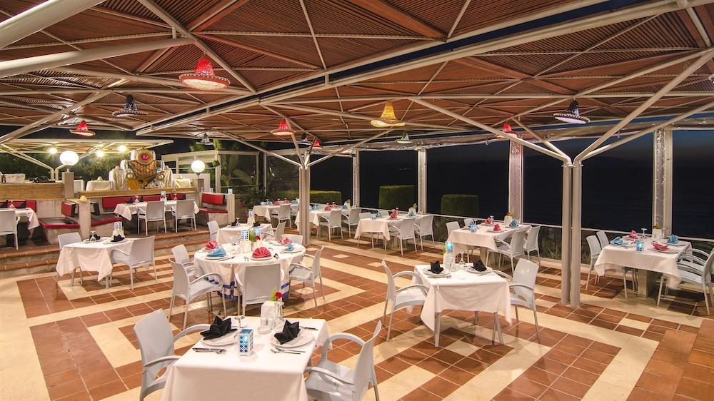 더 그랜드 블루 스카이 인터내셔널  - 올 인클루시브(The Grand Blue Sky International - All Inclusive) Hotel Image 20 - Restaurant