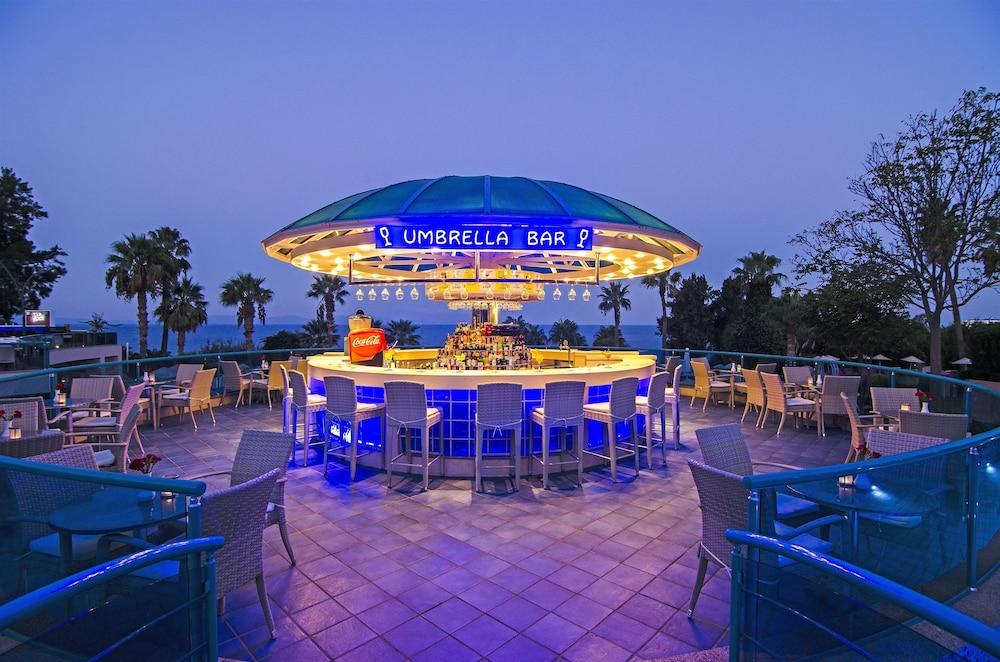 더 그랜드 블루 스카이 인터내셔널  - 올 인클루시브(The Grand Blue Sky International - All Inclusive) Hotel Image 29 - Poolside Bar