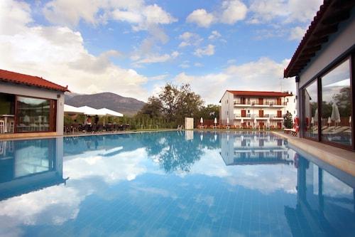 . Mont Helmos Hotel