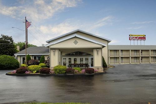 . Red Roof Inn & Suites Herkimer