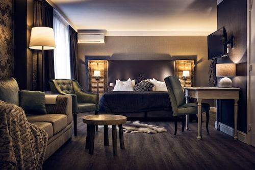 . Hotel Mardaga - Different Hotels