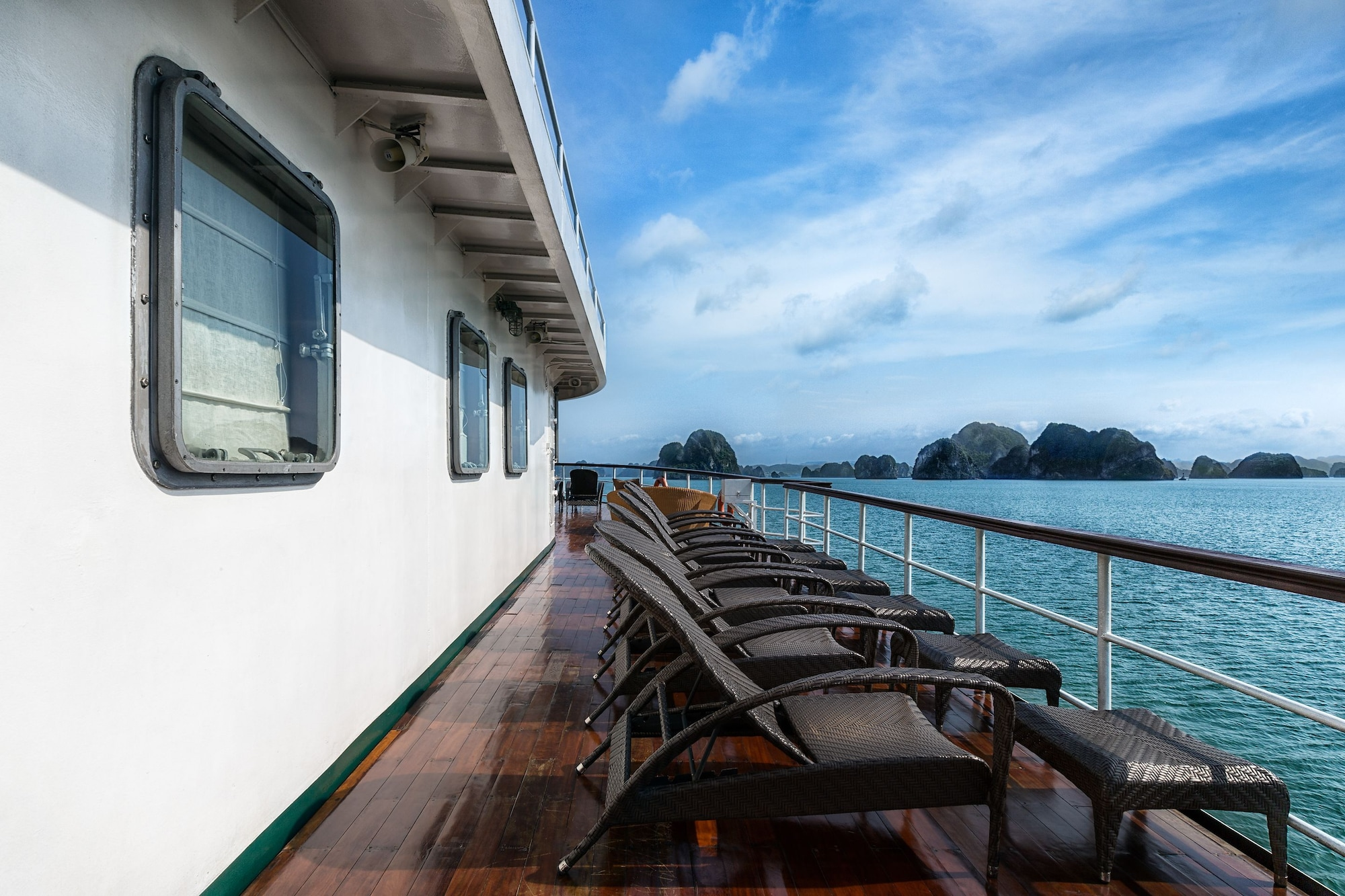 Emeraude Classic Cruises, Hạ Long