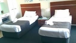 Standard Studio, 2 Twin Beds, Kitchenette