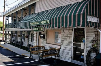 Hotel - Simmons Motel