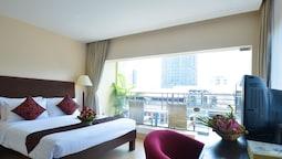 Deluxe Room, Balcony, City View
