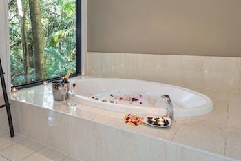 Deep Soaking Bathtub at Pethers Rainforest Retreat in Tamborine Mountain