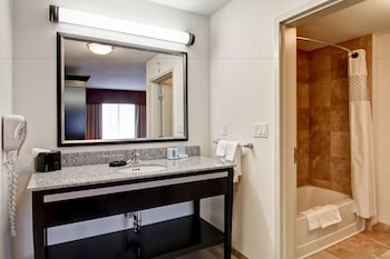 Hampton Inn & Suites by Hilton Red Deer - Bathroom  - #0