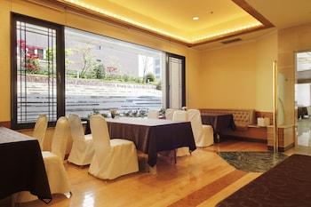 HOTEL HIROSHIMA GARDEN PALACE Lobby Sitting Area