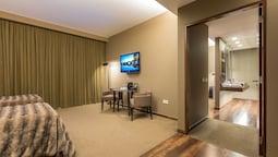 Royal Suite, Lake View