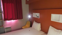 Triple Room With Tree Single Beds