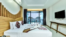 Deluxe Poolside Seaview Room