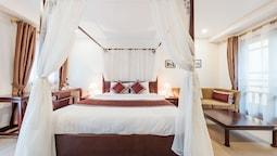 Premium Suite, 1 King Bed, Balcony, City View
