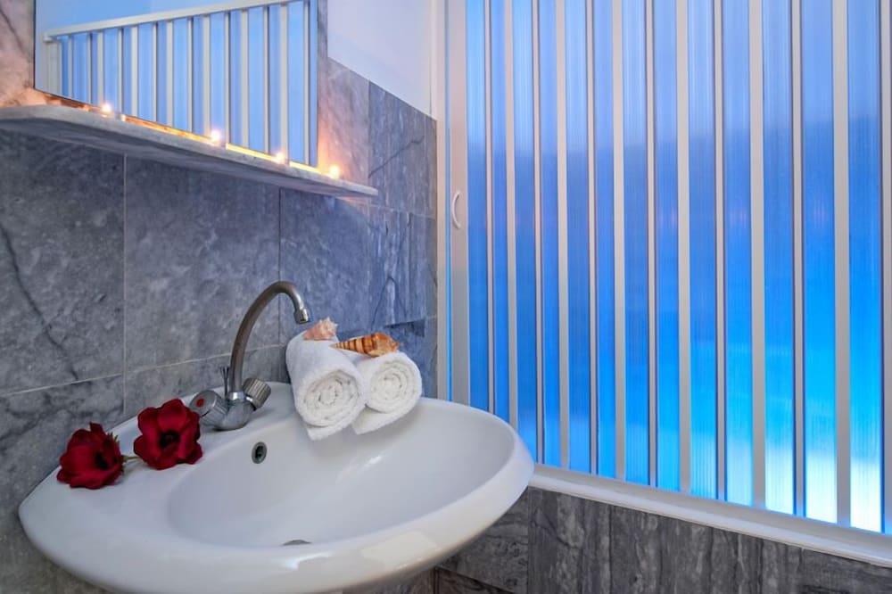 아르테미스 호텔 아파트먼츠(Artemis Hotel Apartments) Hotel Image 19 - Bathroom