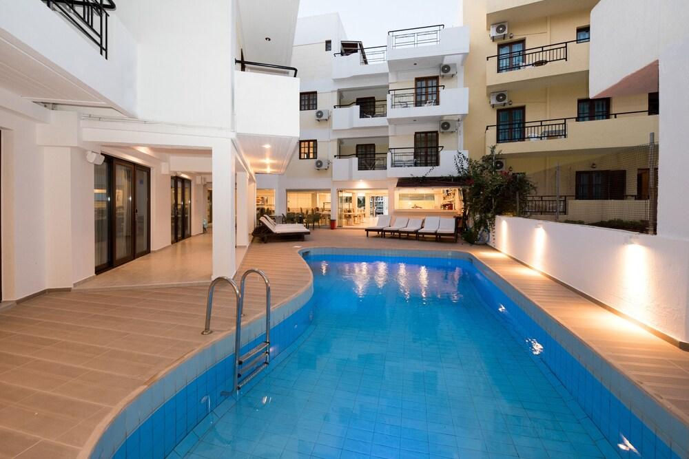 아르테미스 호텔 아파트먼츠(Artemis Hotel Apartments) Hotel Image 26 - Outdoor Pool