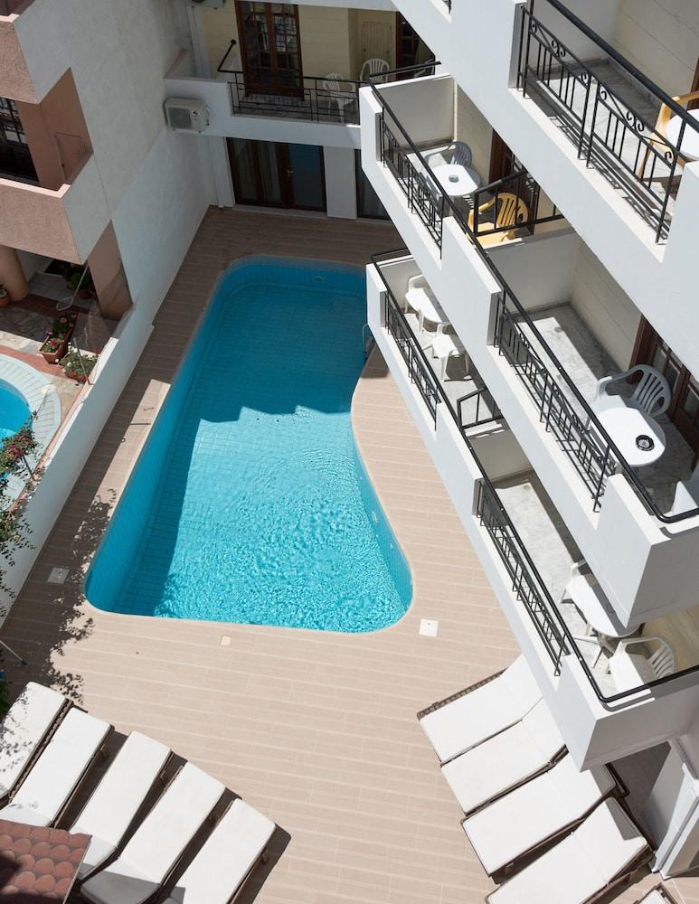 아르테미스 호텔 아파트먼츠(Artemis Hotel Apartments) Hotel Image 23 - Outdoor Pool